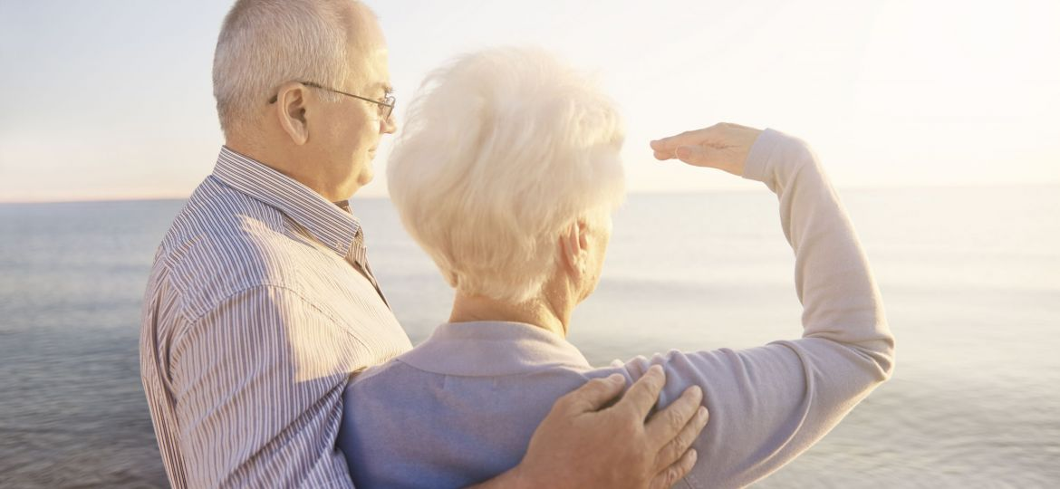 Causes of cataracts old couple look into sun